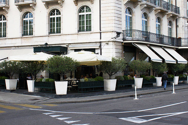Les Bar des Bergues terrace